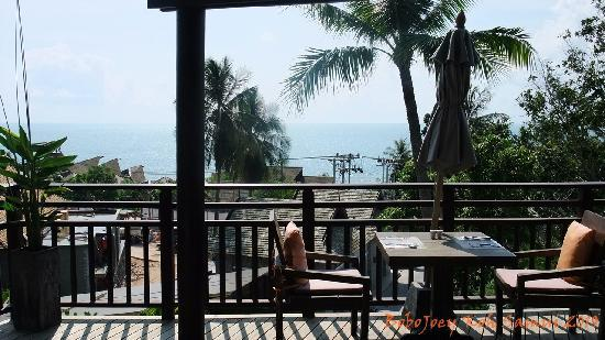 Bhundhari Spa Resort & Villas Samui: Restaurant, Construction next door
