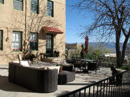 Life on the Curve : Patio/scenery