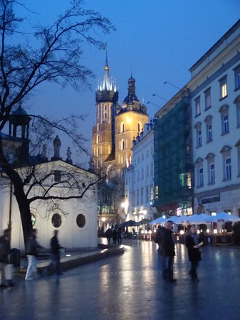 Cracovia, Polonia: st mary's from the square