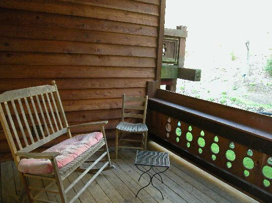 The Chalet Inn Bed & Breakfast: Forestview room- private balcony