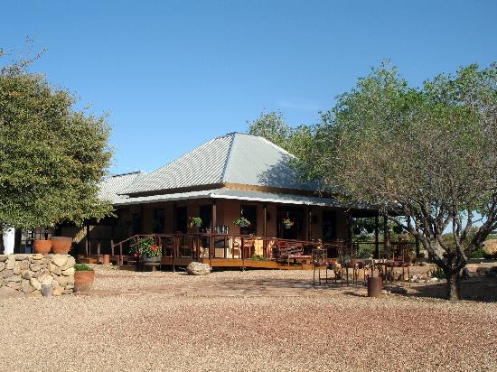 Sunglow Ranch - Arizona Guest Ranch and Resort : Well appointed dining hall