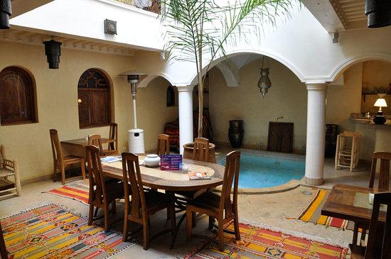 Riad L'Emir: Inside