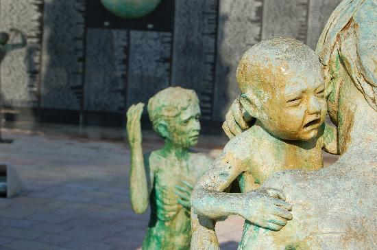 Holocaust Memorial: sculptures