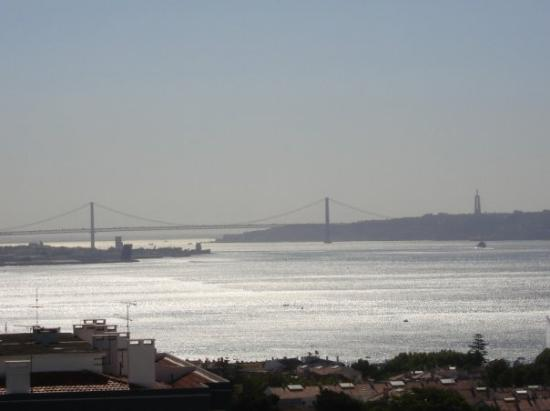 Oeiras, Πορτογαλία: My Balcony View of Lisbon Bay
