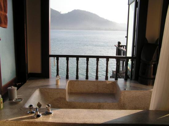 Lumut, Malezja: A imensa banheira com varanda sobre o mar!
