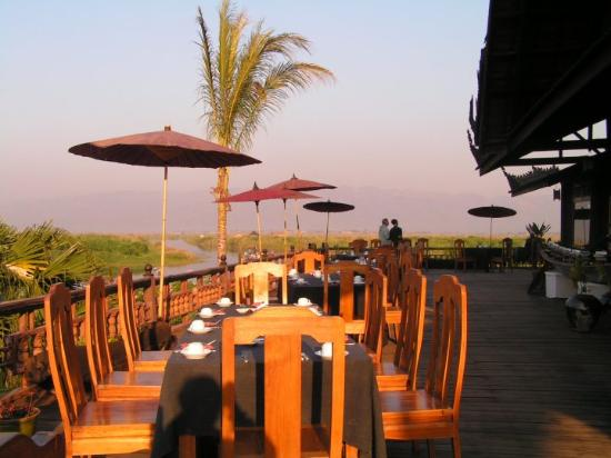 Inle Princess Resort : O terraço do restaurante.