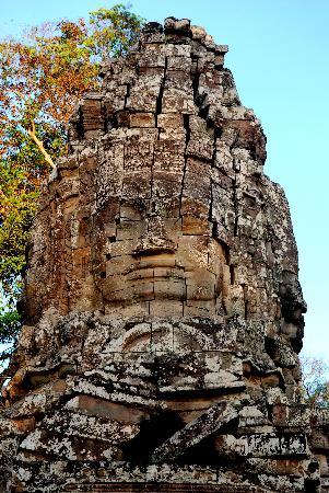 Happy Angkor Wat Tour: Faces in stone at Angkor