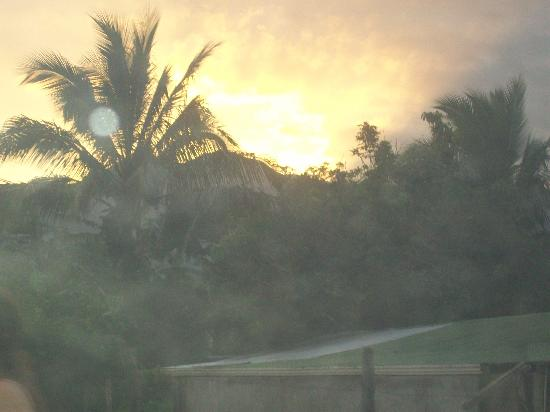 Heliconias Lodge: Sunset over volcano