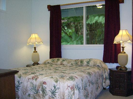 Volcano Vacation Homes (Chalet Kilauea Collection): Bedroom