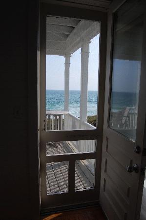 Beachfront Cottage #4: The porch