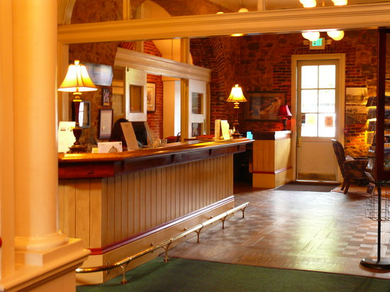 Grass Valley, CA: Front Desk