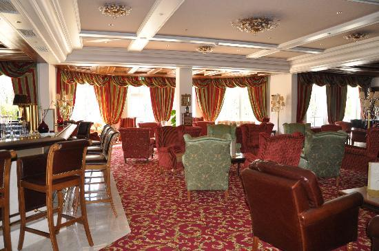 Grand Hotel Lienz : Lobby and lounge area