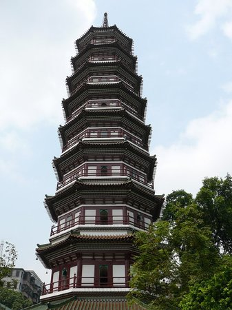 ‪Temple of the Six Banyan Trees & Flower Pagoda (Liurong Temple)‬