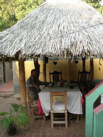 Casa de Miriam: Breakfast outside