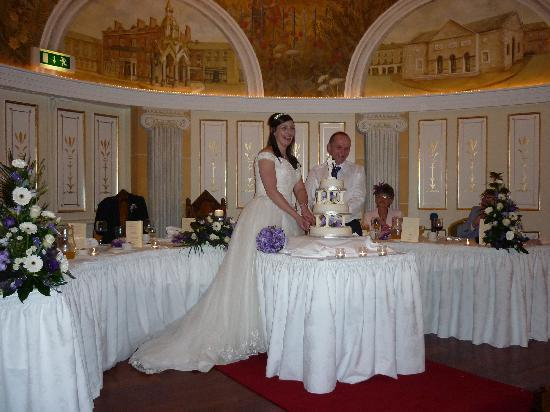 Westenra Arms Hotel: Cutting the cake.