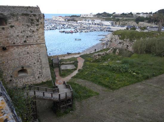 porto di Otranto dalle mura del castello
