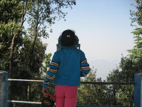 KMVN Tourist Rest House Snowview : Binucular (Rs 5 per minute)