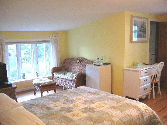 Mariaville Lake Bed & Breakfast: Country Room