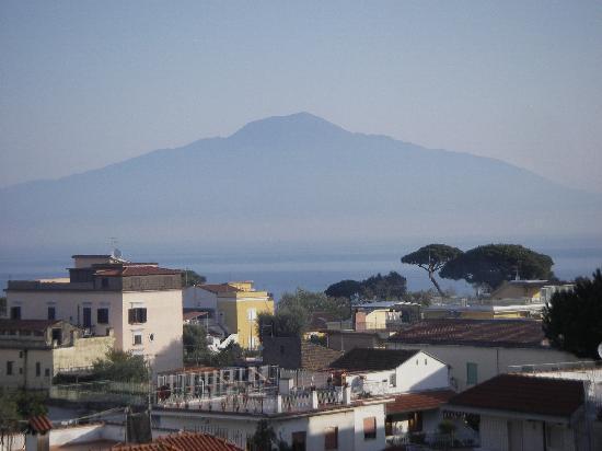Hotel Caravel Sorrento: le vésuve au balcon