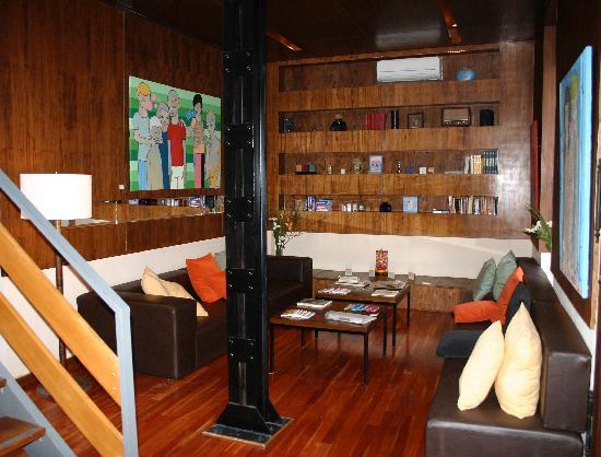 Hotel Babel: Lobby Area