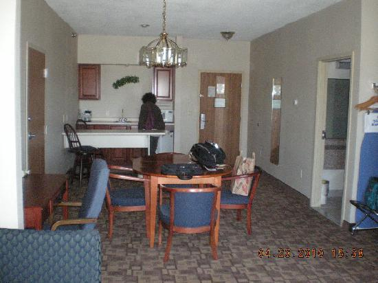 Quality Inn & Suites: Kitchen/Dining Room (suite)