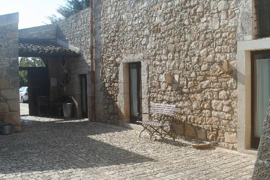 Nacalino Agriturismo: Inner courtyard.