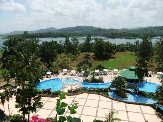Gamboa Rainforest Resort: Pool and view of river