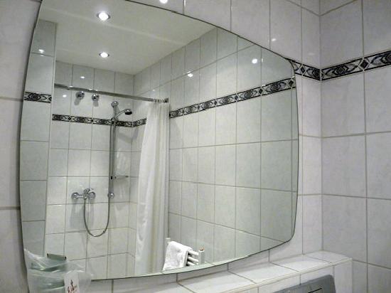 adler frankfurt - badezimmer - picture of hotel adler, frankfurt