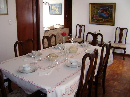 Ecuatreasures B&B : Dining Room - Comedor