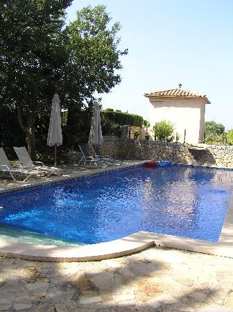 Landhotel Can Davero: Pool area