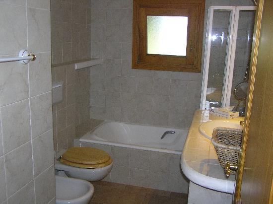 Landhotel Can Davero: bathroom