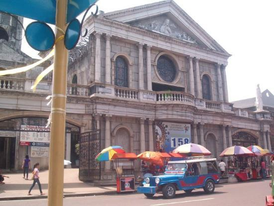 A church in downtown Naga City.
