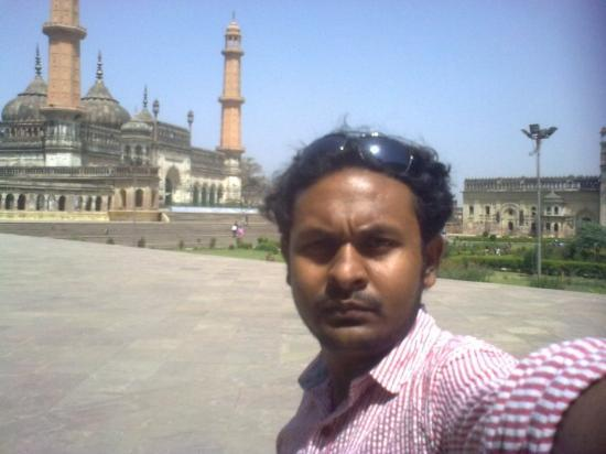 Lucknow, Ινδία: ASAFI MOSQUE IN THE BG