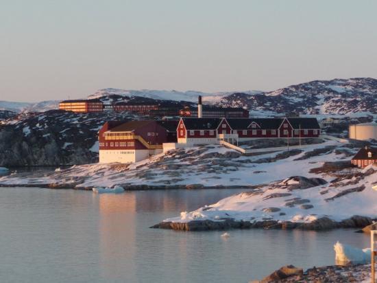 Ilulissat, Groenlândia: Sygehuset kl 23! Sikken et lys!