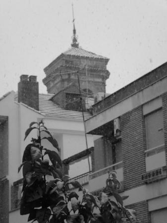 Linares de Ribadesella, España: el campanario de la Iglesia San Francisco...