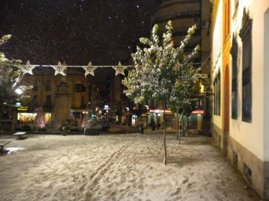 Linares de Ribadesella, España: cuanta nieve! y como costo caminar por ahi pa no volcar!!!