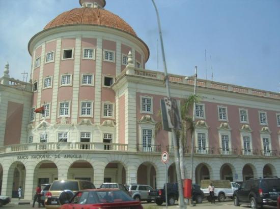 Luanda - Banco Nacional de Angola (só meto aqui esta foto para não excluir a maravilhosa viagem