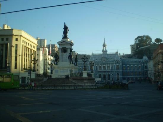 Monumento a Los Heroes: A la sortie du port, ce magnifique monument représentant, si mes souvenirs sont bons, des soldat