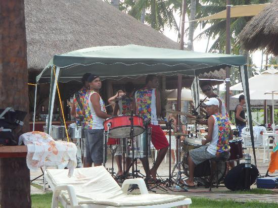 Grand Oca Maragogi Resort: THE AFTERNOON BAND PLAYING NEAR THE BEACH