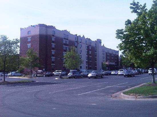 Comfort Inn University Center: Exterior picture of hotel and parking lot.