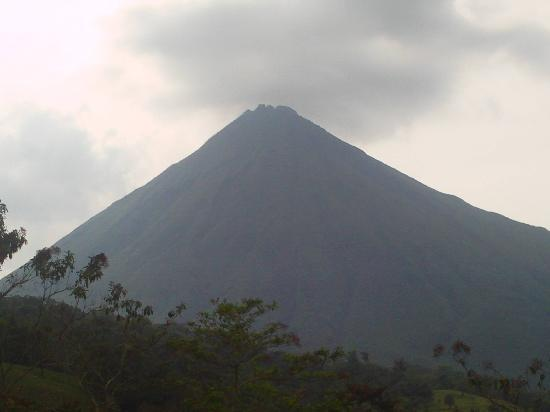 Сан-Карлос, Коста-Рика: Arenal volcano by day