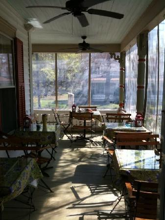 Scotch Hill Inn porch dining