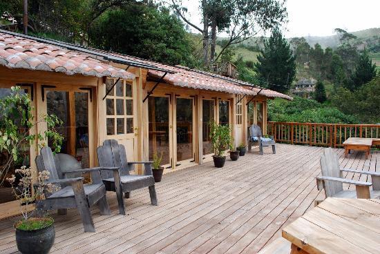 Black Sheep Inn Ecolodge: Yoga studio and deck overlooking the paramo