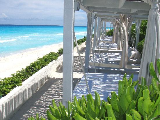 Live Aqua Cancun All Inclusive: beach cabana