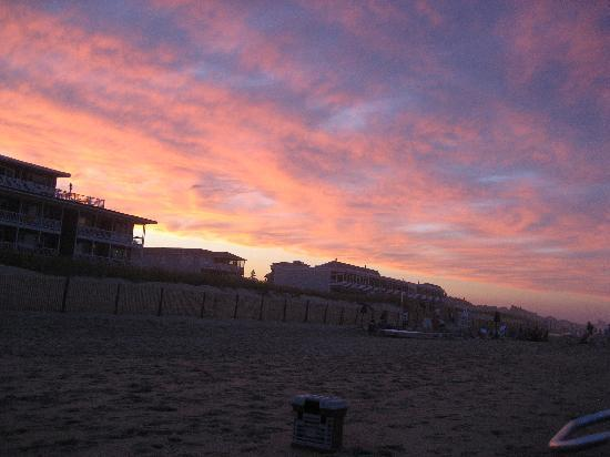 Surf Club Oceanfront Hotel & Beach House: Typical Dewey sunset