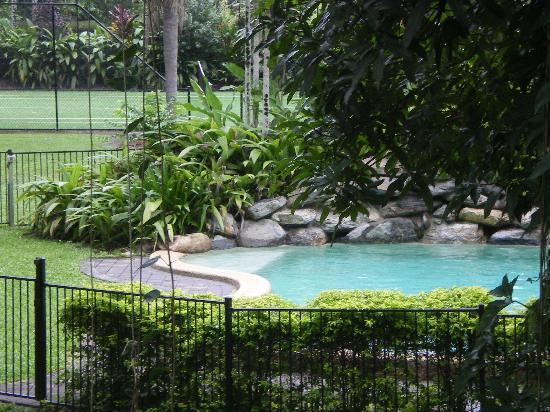 Zanzoo Retreat : relaxing swimming pool
