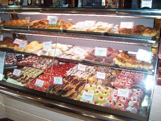 Paceco, Italy: il bancone dei dolci