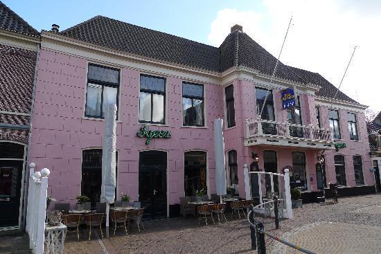 Slothotel Igesz: main building