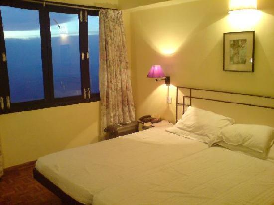 Sterling Yercaud: The comfortable room overlooking the valley