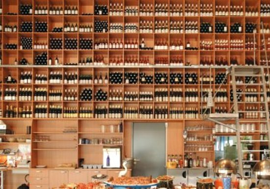 Saintes, Prancis: le mur de bouteilles